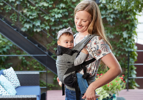 Mom_dancing_with_baby_in_carrier_042